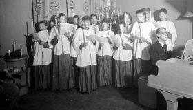 December 1944. A choir sings for the American Troops in London during a Christmas concert. Image courtesy of the Imperial War Museum